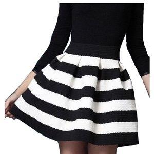 Xhilaration stiff pleated Black and White Skirt